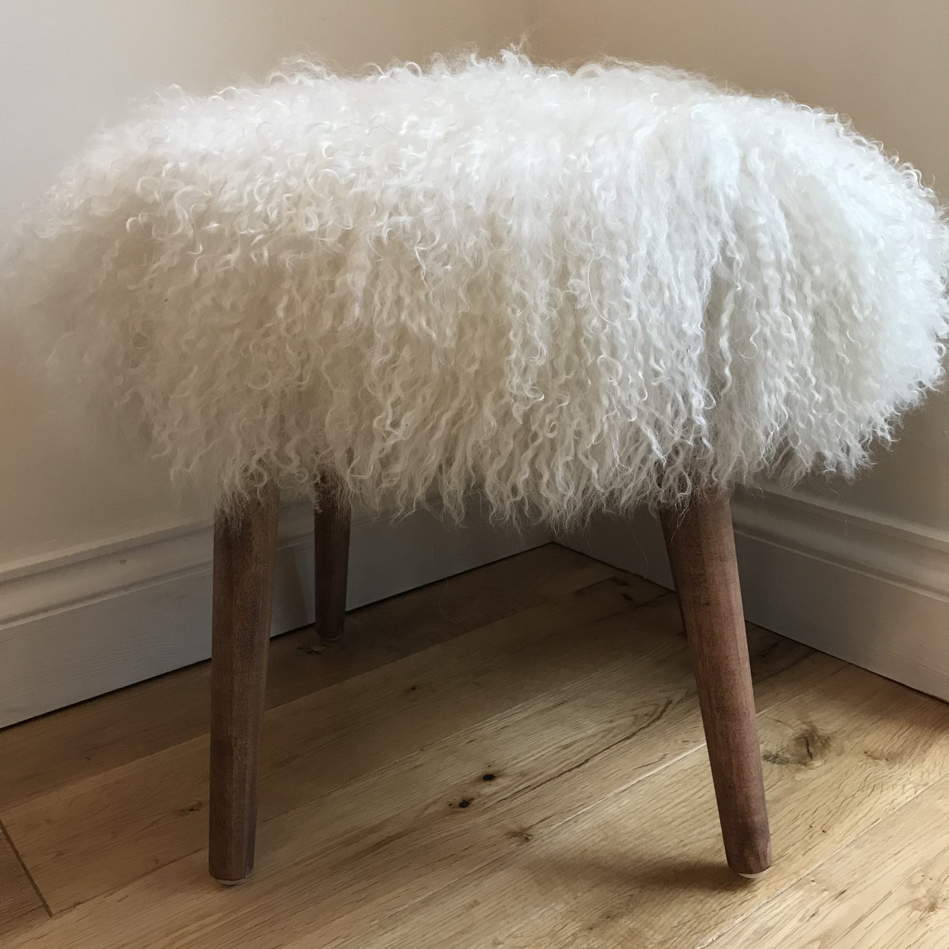 Astonishing Round Natural White Genuine Mongolian Sheepskin Wool Fur Stool Chair With Wooden Legs Pdpeps Interior Chair Design Pdpepsorg
